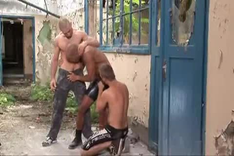 slutty Outdoor threesome