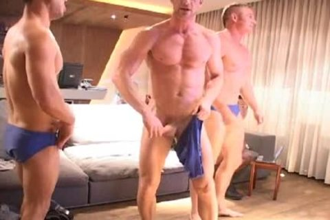 A Little handjob Session With those dudes!