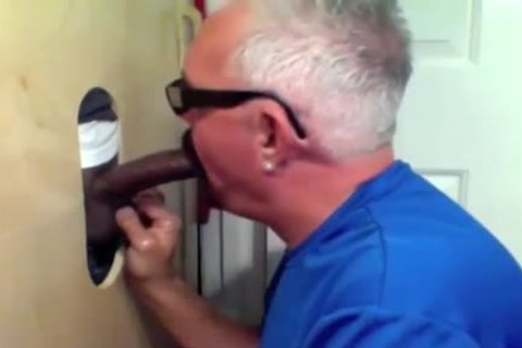 daddy dude Slobs All Over black shlong At Glory hole