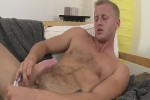 yummy Denis Reed Working Out A Messy Load Out Of his balls