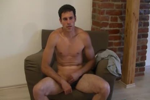pretty boy Luka likes wanking His 10-Pounder On A Comfy Chair