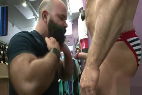 Muscled daddy wazoo Nailed from behind