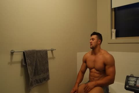Aussie Muscle guy Showers