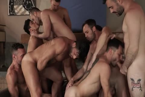 bareback With 11-dude's orgy