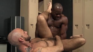 Extra Big Dicks: Muscled Jessie Colter rimming cum on face