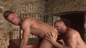 HotHouse: Emir Boscatto stretching video
